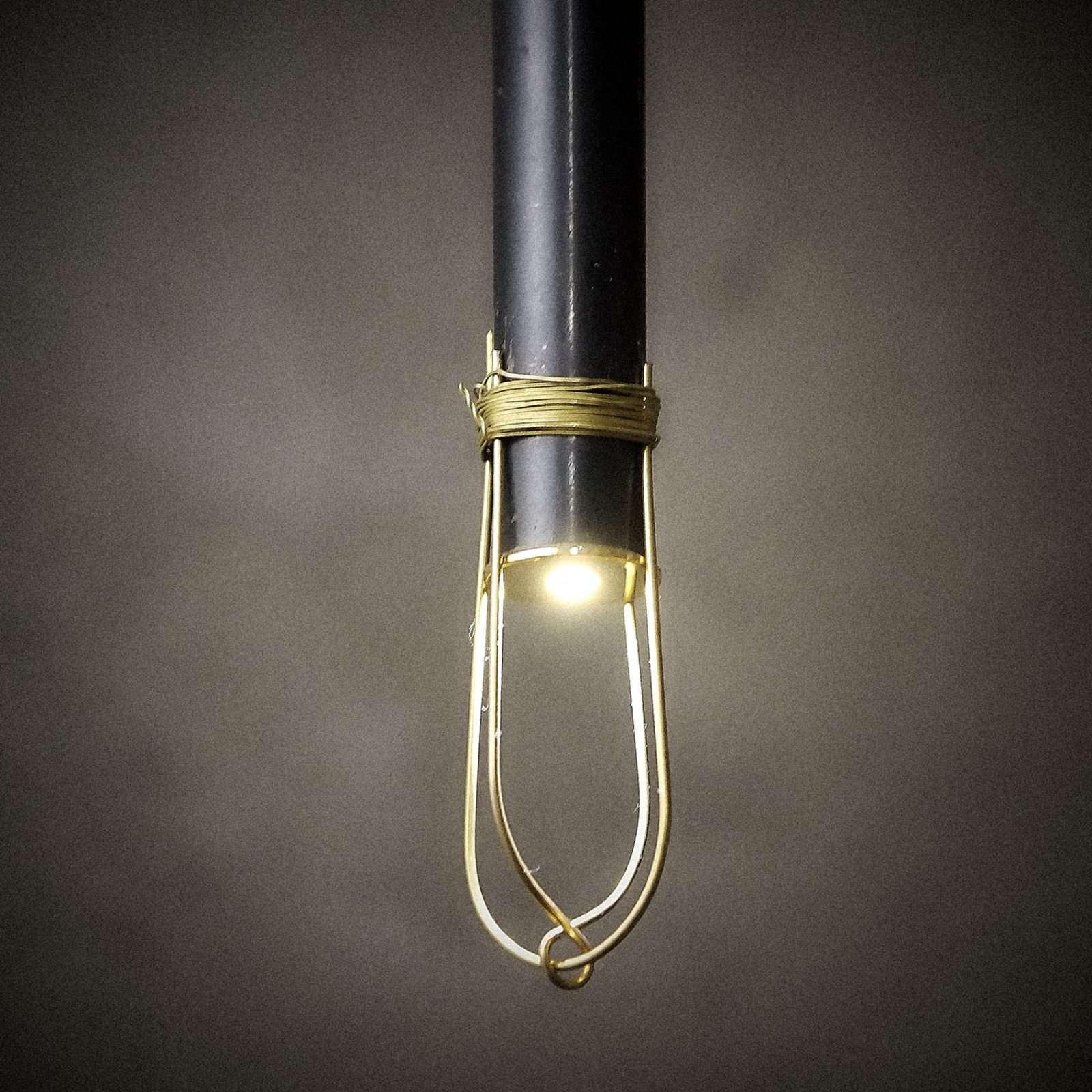 lampada led in filo di ottone e ferro