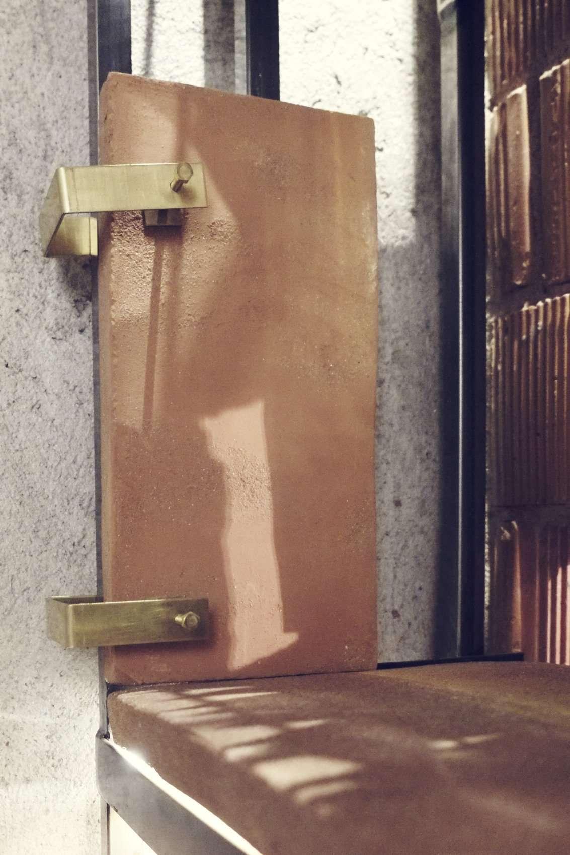 progetto enoteca milano, 2015, scaffalatura in ferro, terracotta fatta a mano, ottone